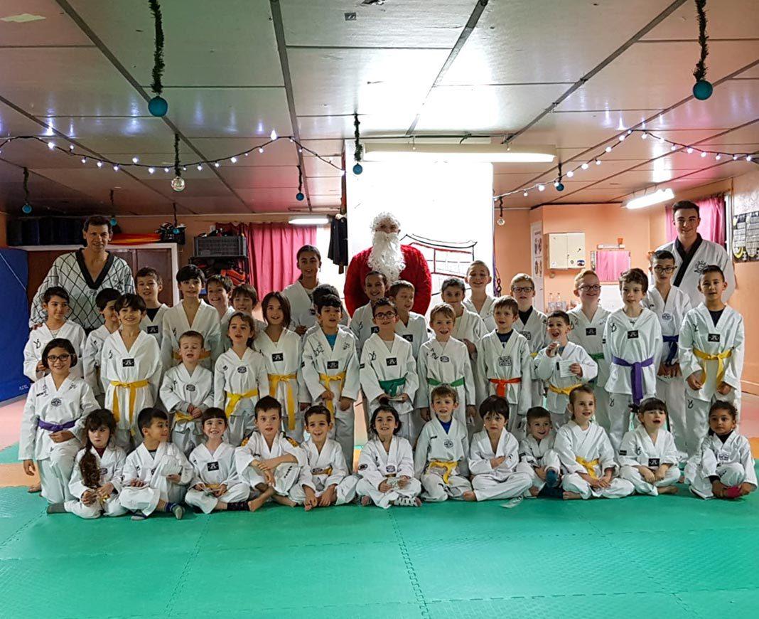 nouvelle arrivee nouveau authentique esthétique de luxe SOM Taekwondo : La visite du Père Noël au passage de grade